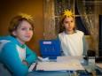 Maria & Selina im Engerlpostamt im Lebkuchenhaus - Mariazeller Advent Hütten Angebot und Aussteller im Raiffeisensaal 2013