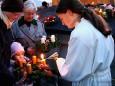 Mit dem Mariazeller Adventlicht wird die 1. Kerze am Adventkranz angezündet