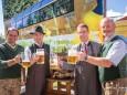 Anton Hackner (NÖVOG) - Michael Wallmann (Vizebürgermeister), Johann Kleinhofer (Mariazellerland GmbH), Walter Schweighofer (Obmann ÖVP) - familienfest-bahnhof-mariazell-noevog-42795