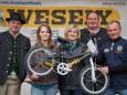 Gewinnerin des Hauptpreises von der Fa. Wesely - Antonia Sandner 2. v.l. - Bauernmarkt in Gußwerk 2013