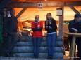 Claudia Girrer und Petra Lammer vor der Ausschankhütte