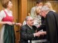 SUPERIOR P. KARL SCHAUER mit MATTHIAS PIRKER - Bilderausstellung Matthias Pirker - Gerlinde Nitsche - Kunigunde Sommerauer im Raiffeisensaal Mariazell