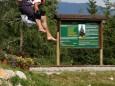 Johann mit voller Energie am Weg ins Wasser - Dirndlfliegen auf der Mariazeller Bürgeralpe 2007