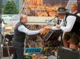Bier für die Musi von Bgm. Josef Kuss - Edlseer & Junge Zillertaler Frühschoppen in Mariazell am 31. August 2014