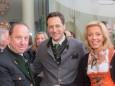 Bgm. Josef Kuss und Georg und Katharina Rippel-Pirker - Offizielle Eröffnung der erLEBZELTEREI Pirker in Mariazell (7.4.2014)