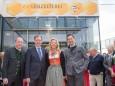 Bgm. Josef Kuss, Wirtschaftslandesrat Christian Buchmann, Katharina und Georg Rippel-Pirker - Offizielle Eröffnung der erLEBZELTEREI Pirker in Mariazell (7.4.2014)