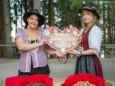 Carola & Kerstin haben für jeden Besucher eine Pirker Lebkuchen Kostprobe - Festival der Chöre - Bergwelle