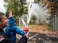 Bernhard Glitzner betreute Kinder an der Feuerwehrspritze - Tag der offenen Tür im Rüsthaus Mariazell