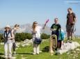 Ganz links Suzie Heger (Indentantin Wellenklänge), ganz rechts Andreas Purt (GF Mostviertel Tourismus) - Wanderbare Gipfelklänge am 6. Juni 2015 - Gemeindealpe-Vorderötscher-Ötscherhias-Ötscherbasis Wienerbruck
