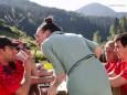 Clownfrau Brigitte erheitert die müden Wanderer - Wanderbare Gipfelklänge am 6. Juni 2015 - Gemeindealpe-Vorderötscher-Ötscherhias-Ötscherbasis Wienerbruck