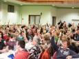 Abstimmung dafür oder dagegen bei Fragen der Kleinen Zeitung - Podiumsdiskussion in Mariazell zur GR-Wahl 2015