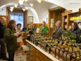 Zum Abschluss ein sehr guter Kräuterlikör in der Apotheke. Heilige und Heilende Wege nach Mariazell - Kräutergärten am Sebastianiweg