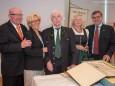 Helmut Pertl inmitten der weitest angereisten Gäste aus Essen (links), Peter und Inge Pung, Helmuts Arbeitgeber in Deutschland und Bruder Ernst Pertl mit Gattin Veronika