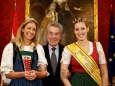 Besuch der Imkerinnen bei Bundespräsident Dr. Heinz Fischer in der Hofburg mit Heidrun Singer und der Mariazellerland Honigkönigin Elisabeth Hollerer