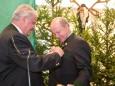 Landesjägermeister DI Heinz Gach überreicht Prof. Dr. Günther Granser das goldene Verdienstkreuz der Steir. Jägerschaft  - Natur & Jagdmuseum Mariazell Eröffnung