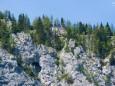 Gipfelkreuz in der Mitte - Kletterpark Spielmäuer mit Wanderweg zum Gipfel und zur Teufelsbrücke
