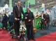 Steiermark Tourismus Geschäftsführer Georg Bliem auf einem E-Bikeboard neben Johann Kleinhofer