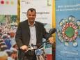 Wolfram Doberer auf einem Elektro-Bikeboard bei der Klima Aktiv Auszeichnungsverleihung