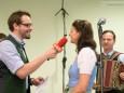 Danile Neuhauser interviewt Ulrike Schweiger von der Mariazeller Landmusik - Klostermarkt in Mariazell 2014