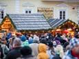 Adventkranzweihe und Krampuslauf beim Mariazeller Advent 2014