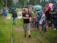 Vorbereitung - Lars Hermann zieht die Museumstramway - Lok mit 2 besetzen Waggons - 15,5 m weit.
