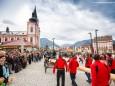 Die Bergrettung sichert den Maibaum - Traditionelles Maibaumaufstellen in Mariazell am 1. Mai 2015