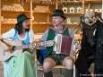 Mariazeller Kunstblicke 2013 - Ulrike und Helmut Schweiger bei der Ausstellungseröffnung in der Arceh des Waldes