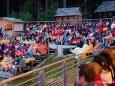 Publikum auf den Tribünen