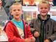 Kindergartenkinder bei der Nah&Frisch Markt Neueröffnung in Mitterbach