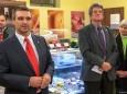 Mag. Herwig Gruber (Fa. Kastner) und Bgm. Alfred Hinterecker bei der Nah&Frisch Markt Neueröffnung in Mitterbach