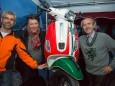 Der Gewinner der VESPA Herbert Schaller mit den Sponsoren Gabi & Walter Arzberger - Night Run 2014 um den Erlaufsee