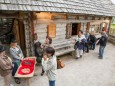 Deckenausgabe und Pirker Lebkuchen Kostprobe beim Eingang - Nik P. & Meissnitzer Band Bergwelle am 4. Juli 2014