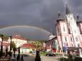 Regenbogen über dem Mariazeller Hauptplatz und der Basilika