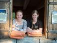 Deckenausgabe durch Anna und Janine - Willi Resetarits & Broadlahn bei der Bergwelle in Mariazell