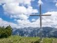 Gipfelkreuz Riegerin mit Hochschwab im Hintergrund - Brunnsee auf die Riegerin - Bergtour - 3.Juli 2014