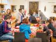 Schifferl basteln für Nikolo im Mariazeller Heimathaus beim Mariazeller Advent