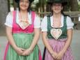 Carola & Antonia verteilen Pirker Lebkuchen - Seer Bergwelle auf der Bürgeralpe in Mariazell 2013