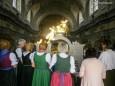 im Abendlicht leuchten die goldenen Engeln und die Liedertafel singt hier vom Chor..Mariazeller Sonntagberg Wallfahrt von 4. - 6. Juli 2015