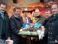 Mariazell Siegerfest - Platzwahl 2010 der Kleinen Zeitung - Pöllauberger Abordnung überreicht eine besondere Torte