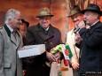 Mariazell Siegerfest - Platzwahl 2010 der Kleinen Zeitung- Wenigzeller Abordnung überreicht Wimpel und Torte