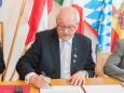 Feierlicher Festakt in Altötting zur Unterzeichnung der Städtepartnerschaft Altötting-Mariazell. Foto: Josef Kuss
