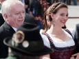BGM. Michael Häupl und Designerin Lena Hoschek werden von Hermann Rastl fotografiert