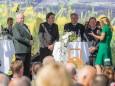 Bgm. Michael Häupl, LH Franz Voves, LH Stellv. Hermann Schützenhöfer, Steiermark Tourismus - GF Erich Neuhold mit Sigrid Maurer - Steiermark Frühling 2015 in Wien am Rathausplatz