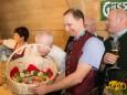 Picknick Korb für Michael Häupl überreicht von Johann Kleinhofer - Steiermark Frühling 2015 in Wien am Rathausplatz