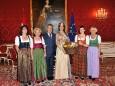 v.l.n.r.: Gabriele Holzbauer, Heidrun Singer, BP Dr. Fischer, Südtiroler Honigkönigin Stephanie I., Tanja Luftensteiner, Christa Reiter