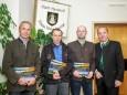 Sepp Wolfmair (Segelfliegerclub), Hans Abl (Drachenfliegerclub), Karl Schuster (Modellflieger), Bgm. Josef Kuss
