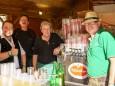 Hüttenteam zuständig für Speis und Trank - Das Mariazeller Land beim Villacher Kirchtag 2014