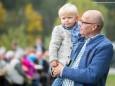 NR Erwin Spindelberger mit Enkerl - Weisenblasen am Hubertussee - 4. Oktober 2015