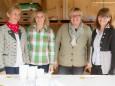 Die charmanten Halltaler-Damen in der Mehlspeishütte. Weisenblasen am Hubertussee - 4. Oktober 2015