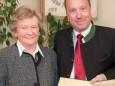 Gattin als Vertretung für Friedrich Pingl & Josef Kuss - Feierliche Überreichung des Wirtschaftspreises der Stadt Mariazell